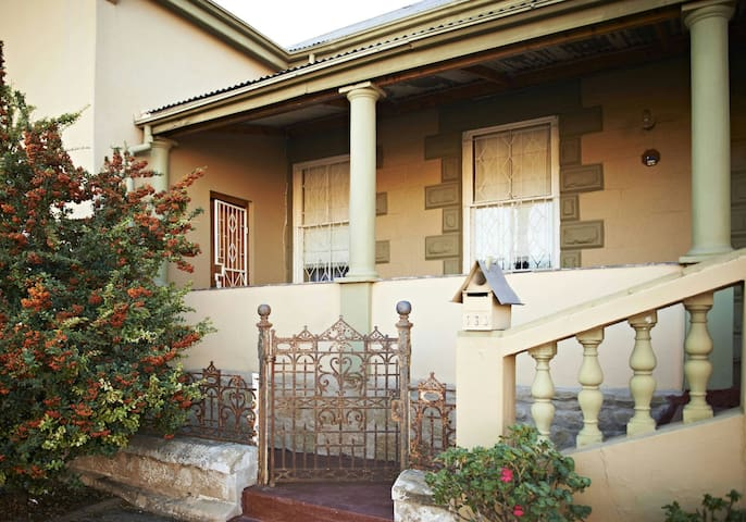 Affordable 2 Bedroom accommodation - Oudtshoorn - Casa