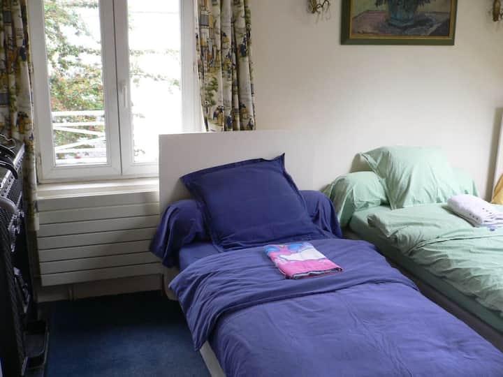 Grande et belle chambre confortable
