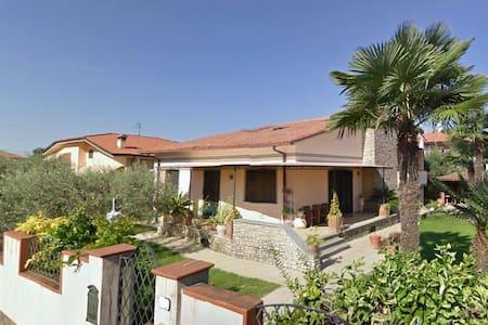 pressi di Forte dei Marmi, casa con giardino. Chic - Ripa- Pozzi-Ponterosso - 独立屋