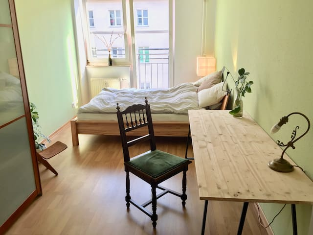 bright and sunny room in beautiful Friedrichshain