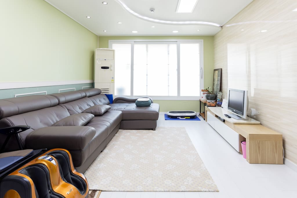 Living room share with host
