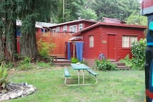 Redwood River Cottage, picnic table, totem pole, towering redwoods, tall fence