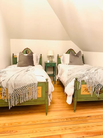 DOUBLE TWIN BEDROOM - Cozy Boutique B&B