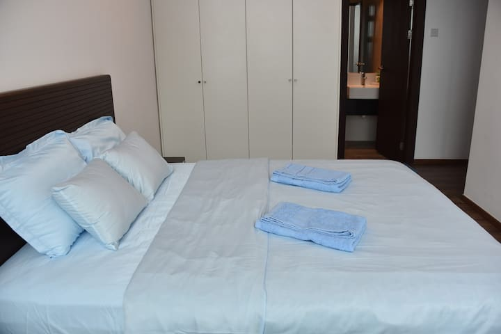 Cosy Queen Bed Private Room En Suite @ VivaCity