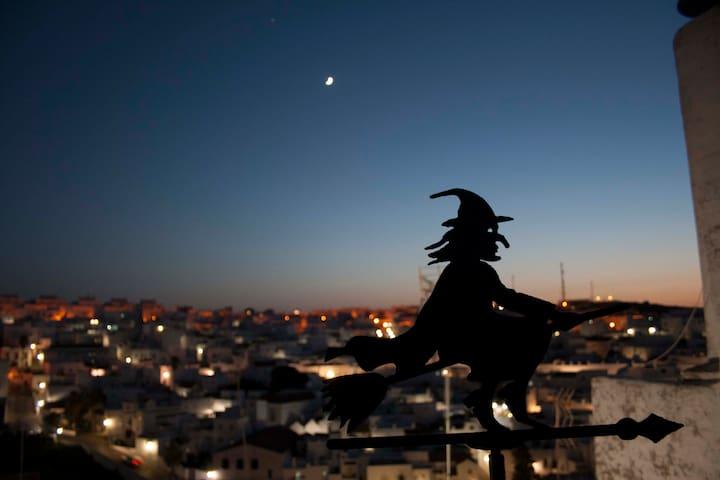 Casa de la Bruja EncantHada: con Patio y 2Terrazas - Vejer de la Frontera - Rumah
