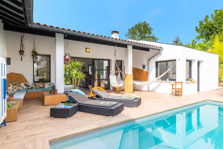 Villa Manureva - Gorgeous contemporary house, 4 bedrooms, heated pool !