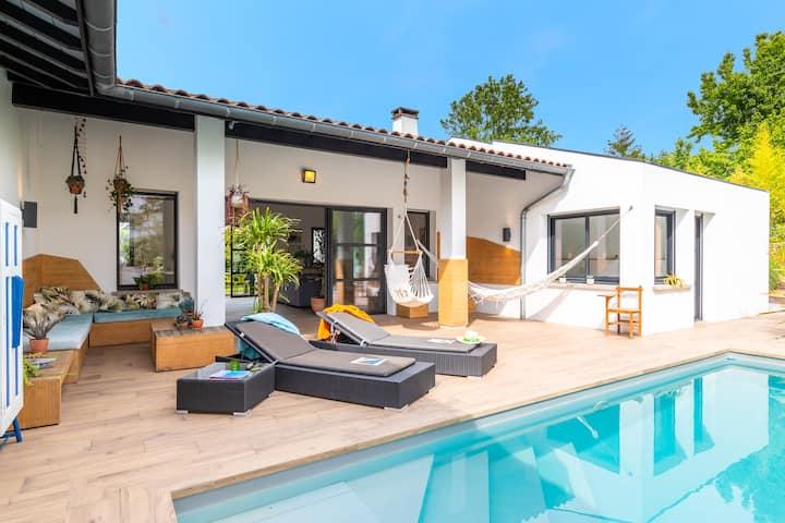 Manureva - Superbe maison contemporaine, 4 chambres, piscine chauffée !
