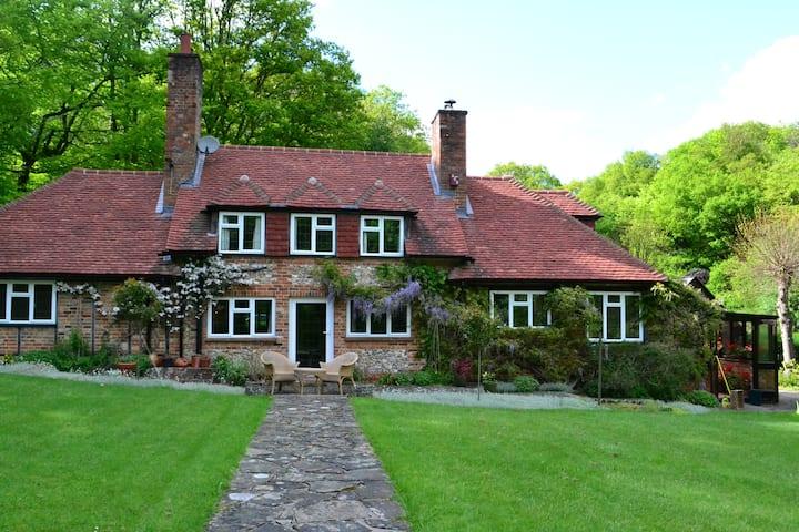 Large cottage, near Henley-on-Thames