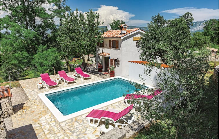 Holiday cottage with 2 bedrooms on 63m² in Krsan