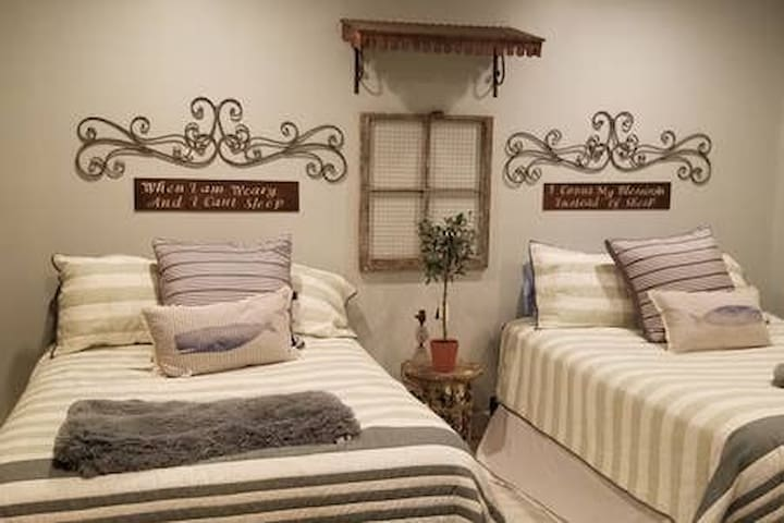 The Green  Room - Queen bed and double bed.