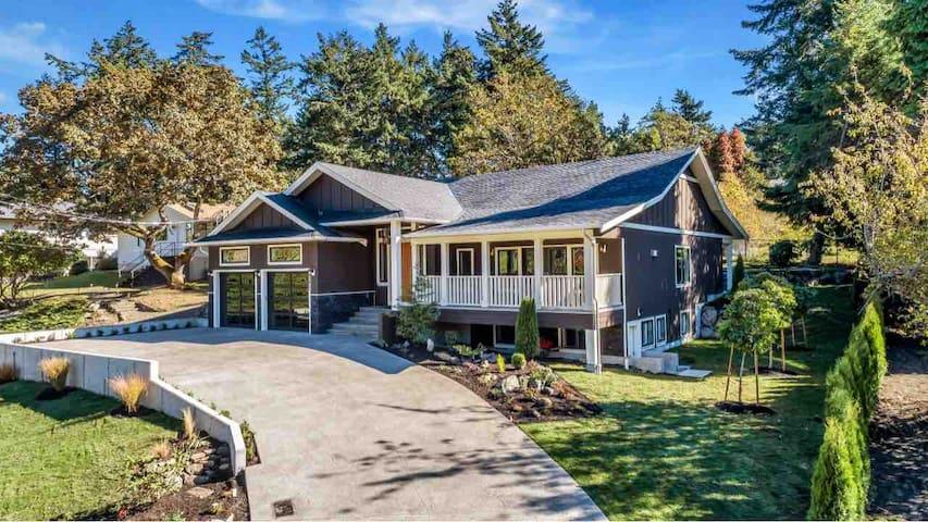 Beautiful Executive Cadboro Bay Home