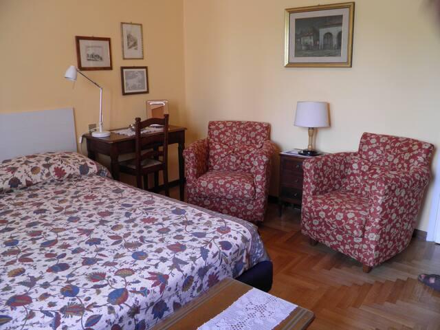 Appartamento Amadei stanza doppia bagno riservato