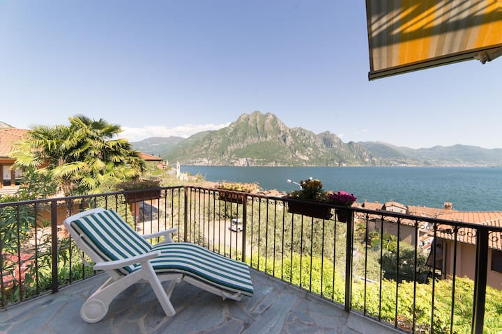 Holiday apartment with breathtaking lake view - Riva di Solto - Maison de ville