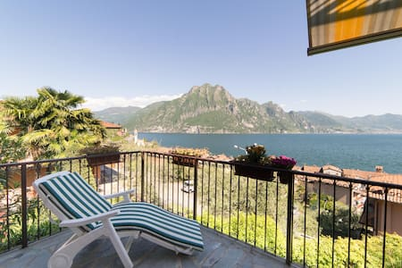 Holiday apartment with breathtaking lake view - Riva di Solto - Radhus