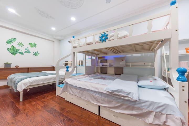 地铁二号线新国际博览中心/DSN乐园地铁直达家庭小套房