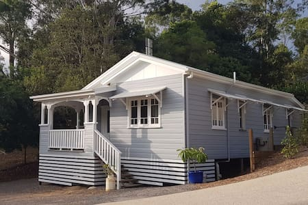 Character Queenslander cottage in Forest Glen