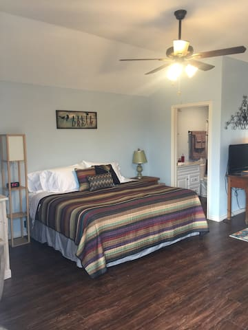 Quiet Country Cottage from $75 for 2 w/Kitchen!