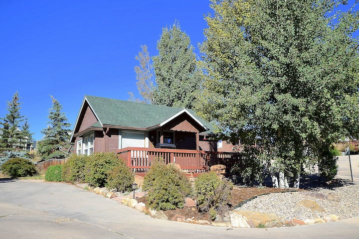 Estes Highlands 1907Cabin/PrivateHotTub! DOWNTOWN
