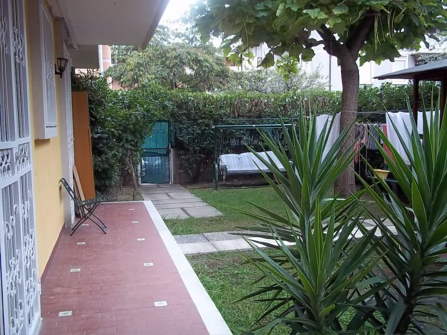 giardino e angolo lavanderia