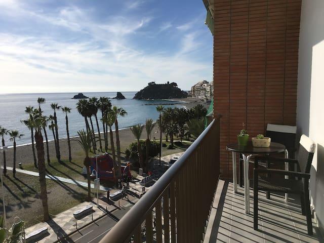 Soleado apartamento en primera linea de playa
