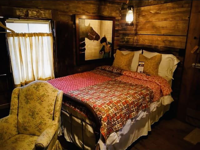 Old Washington Farm Stay-186 Yr Old Historic Cabin