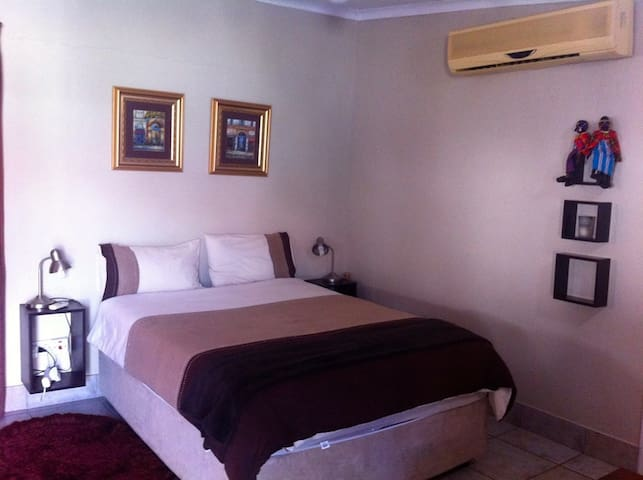 Central Secure, FREE airport transfers - Gaborone - Guesthouse
