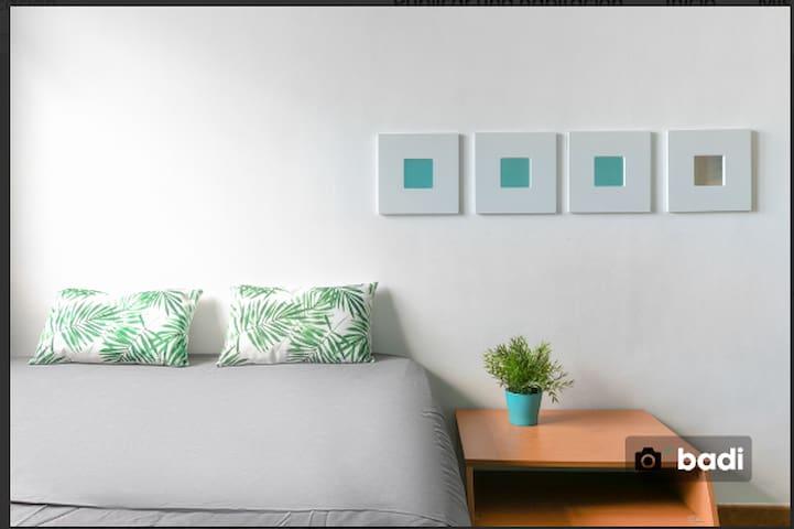 Amplia y luminosa habitación doble en Leixample