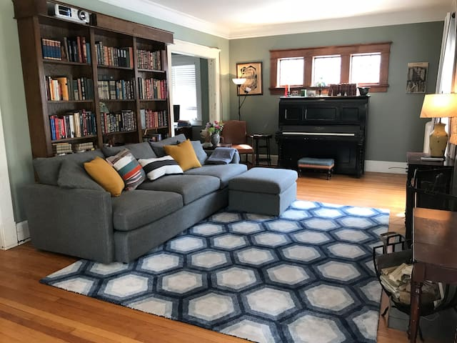 Sunny room with walk-in closet in Kerrytown