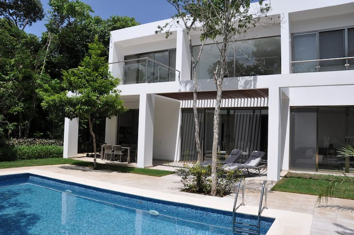 New Luxury Villa on golf course - Tulum