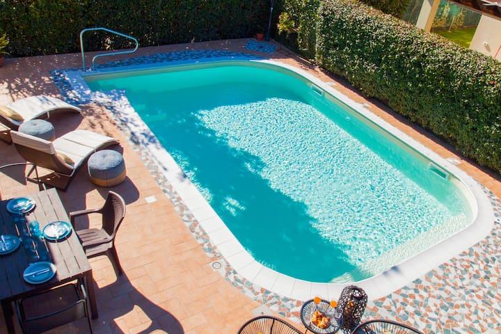 Villa Boppi con piscina, idromassaggio e giardino