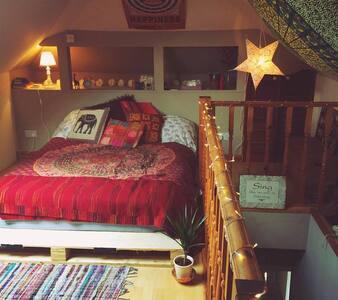 Loft room in lovely home. - Orpington