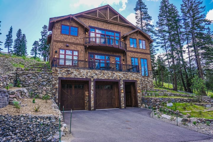 Palisades True Ski-in, Ski-out Home