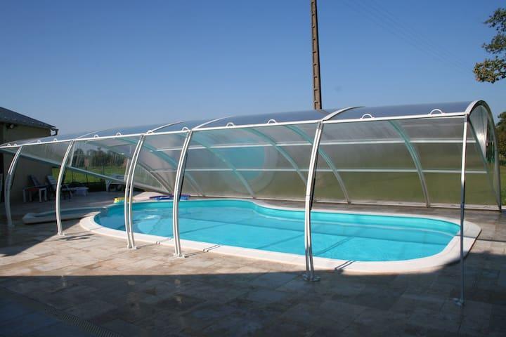 Longère avec piscine Caden (Morbihan) - Caden - บ้าน