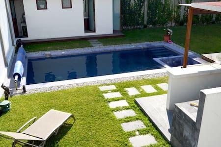 JARDÍN C/ALBERCA Y JACUZZI PARA EVENTOS - San Miguel Coatlinchán - Rumah