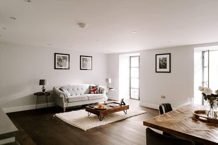 Unique Cotswolds Apartment