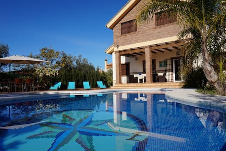Villa de lujo con piscina privada climatizada bbk. - Alhaurín el Grande - Villa