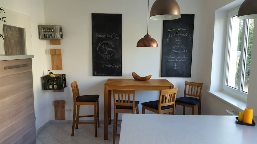 Große helle gemütliche Wohnung auf 85qm // HRO