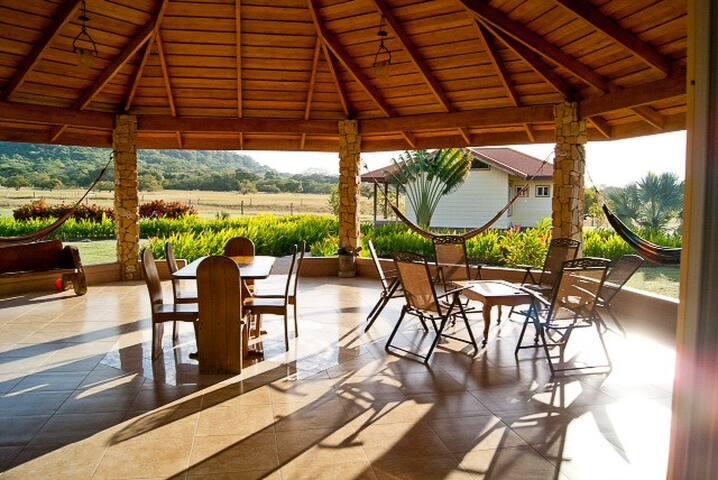 Villa R. Paraíso. Luxury Amenities in Nicoya.