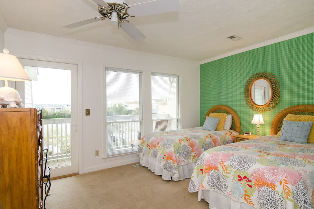 Guest bedroom with 2 twin beds and street side deck area.