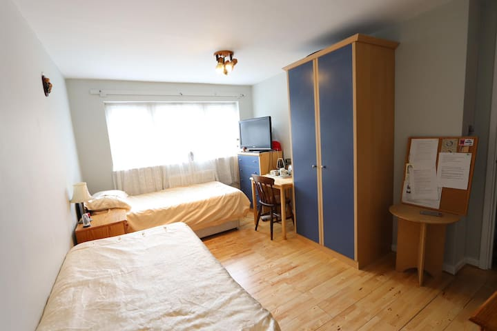 Spacious Double Bedroom within Central London