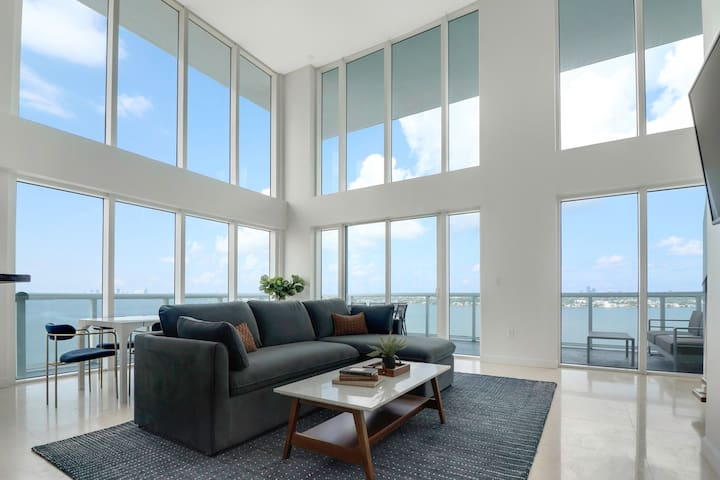 2-Story Waterfront Penthouse #13-10 mins from Miami Beach, 12 mins from Brickell