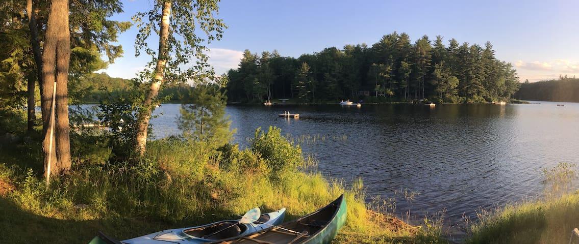 Cozy Maine Lakeside Family Cottage