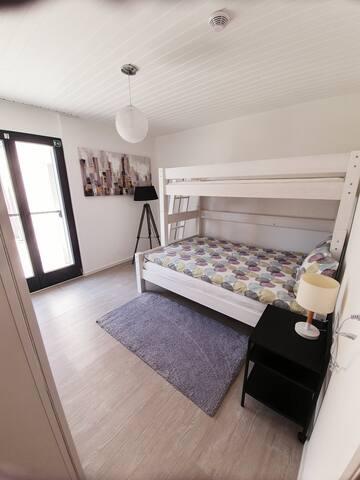 Chambres enfants ou adultes  Lit double 140/200 et un lit simple