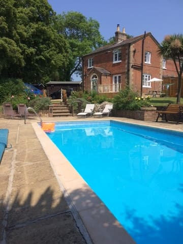Cottage sleeps 5 with heated pool - Whippingham East Cowes - Casa