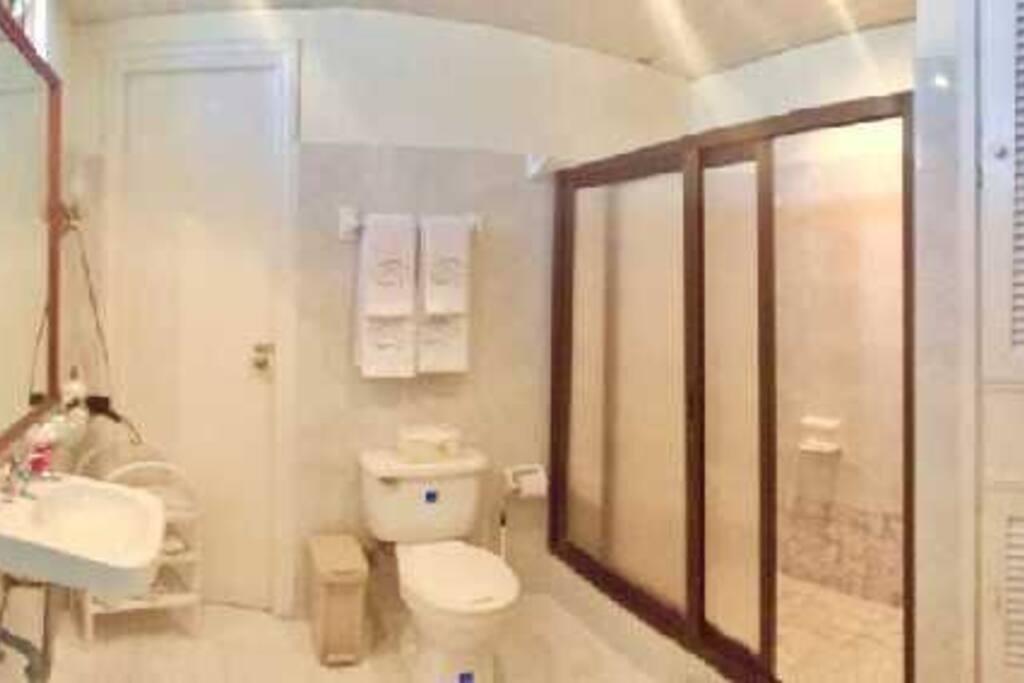 baño de habitacion 1