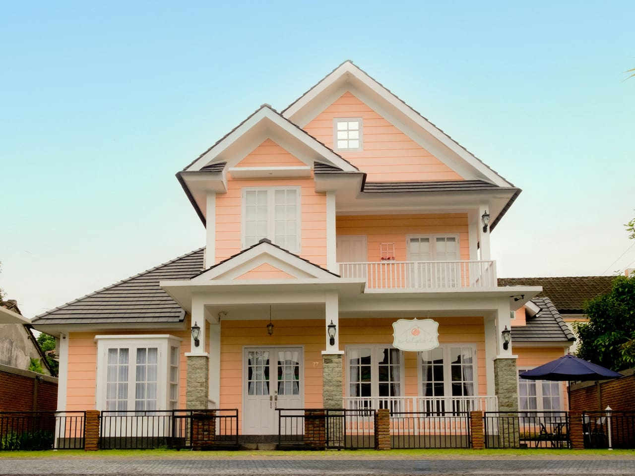 SWEET PEACH HOUSE. Front view of a Shabby Chic-American Style Twist Homestay. Located in Sandik, Batu Layar, 10 minutes driving from Senggigi or Mataram. Sweet Peach House has peach as dominant color
