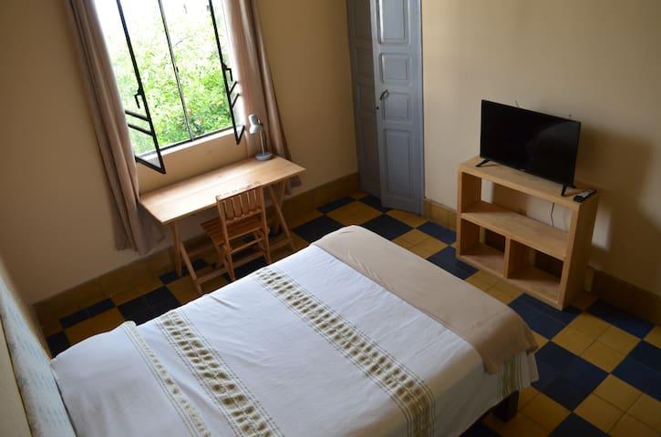 Habitación c/baño cerca de Chapultepec y consulado