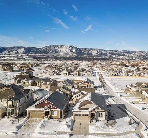 Super Cool Monument Home with Pikes Peak view