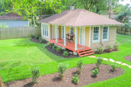 Cadillac Cottage - ♥1 BR/1BA♥ Off-Street Parking♥