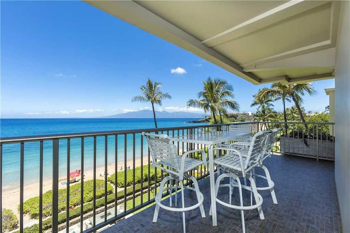 Whaler at Kaanapali Beach #402: Two Bedroom Oceanfront Suite directly facing the water on the 4th floor, Sleeps 6.